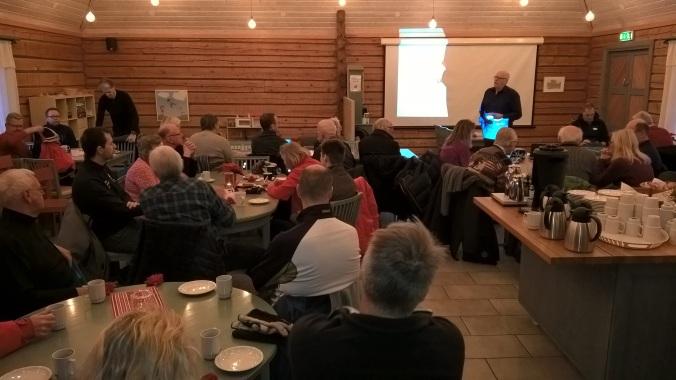 Ordförande Owe Petterson öppnar årets sista möte i Tandådalens Fjällkyrka